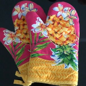 NEW Pineapple oven mitts